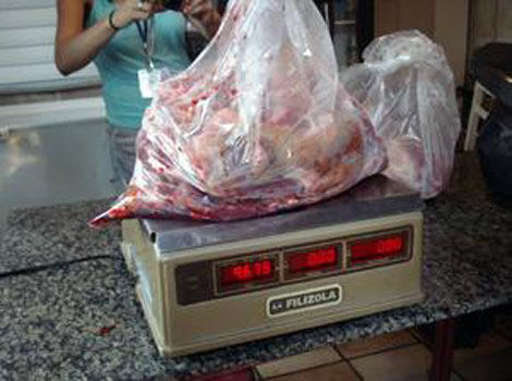 Carne de perro confiscada. Foto: 2ª Delegacia de Saúde Pública.