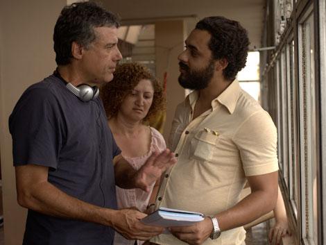 El director Fabio Barreto conversa con el protagosnista, Rui Ricardo Dias.   ELMUNDO.es
