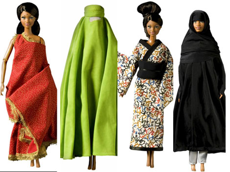 Las 'Barbie' que se subastan para 'Save the Children'. |Efe
