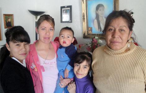 La famila de Claudia Ivette González, asesinada en Ciudad Juárez en 2001. | J. Torrea