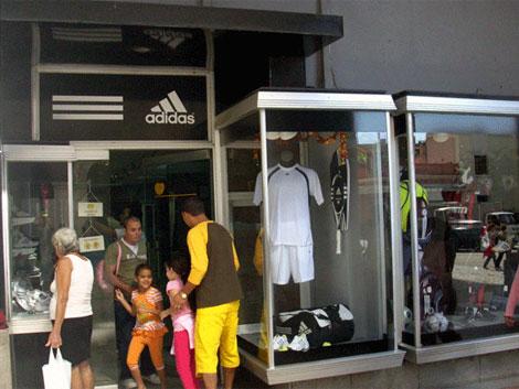 Tienda deportiva Adidas en La Habana.