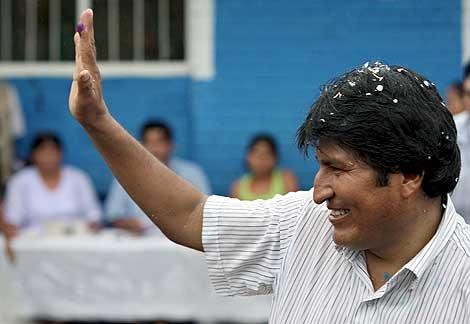 Evo Morales. tras votar en las elecciones. | Efe