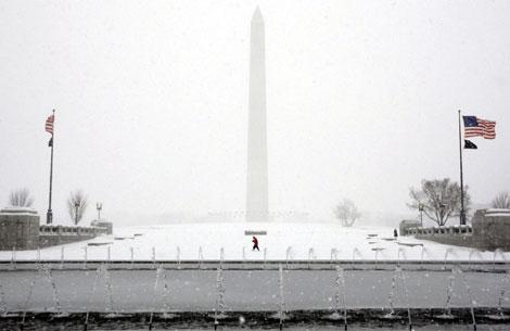 Washington ha sido una de las ciudades más afectadas por el temporal... y las guerras de nieve.   AP
