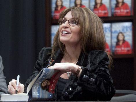 Palin firmando ejemplares de su libro. | Ap
