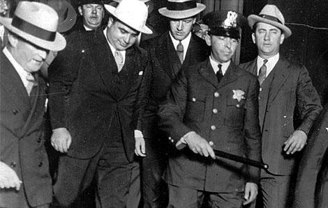Chicago  resucita  a Al Capone para investigar un crimen no resuelto.  Imagen del mafioso c501974616c