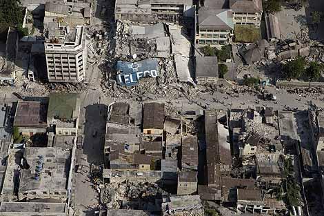 Edificios destruidos por el terremoto en Puerto Príncipe.   AFP [MÁS IMÁGENES AÉREAS]
