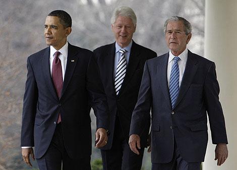 Barack Obama, Bill Clinton y George W. Bush, en la Casa Blanca. | AP