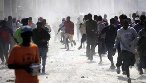 La violencia y el pillaje se instauran en Haití. | Reuters