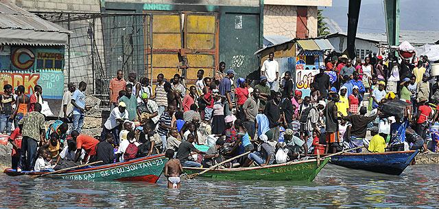 Los haitianos intentan utilizar sus barcas para abandonar el país. | Afp