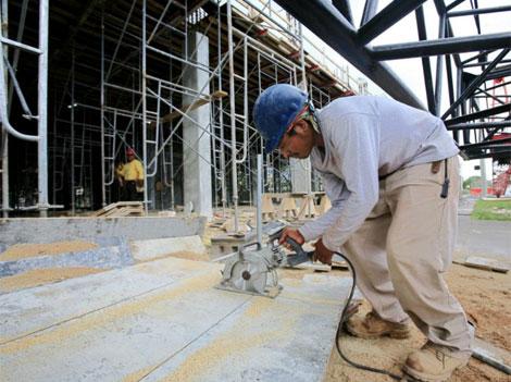 Un obrero de construcción en Miami. | Reuters