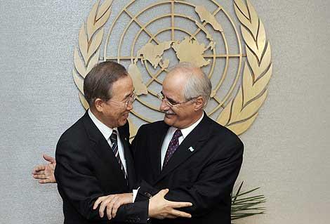 El canciller argentino, Jorge Taiana, y el secretario general de la ONU, Ban Ki-moon. | Efe