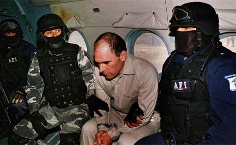 Osiel Cárdenas Guillén en manos de la Policía.