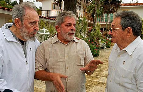 Lula da Silva, entre Fidel y Raúl Castro el pasado 24 de febrero en La Habana. | Efe