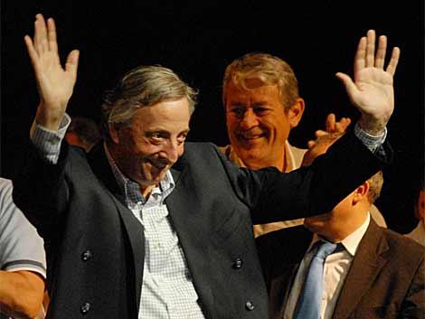 Kirchner, en su primera actividad pública tras su operación de urgencia.   Efe