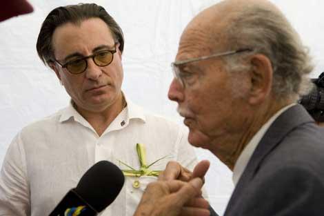 Andy García, al fondo, junto al ex coronel Huber Matos. | Efe