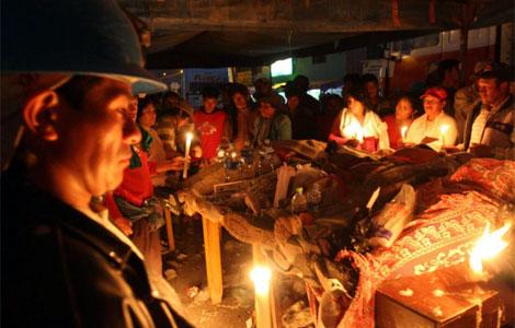 Velatorio de los mineros muertos en el enfrentamiento con la Policía en Chala.