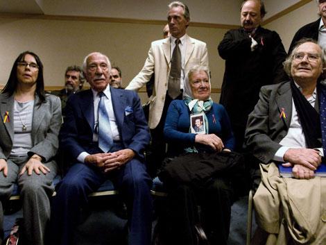Familiares de víctimas de crímenes franquistas. |Reuters