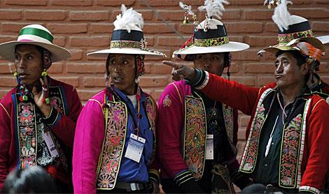 Nativos Quechua en la Conferencia sobre el Cambio Climático en Cochabamba.   AFP