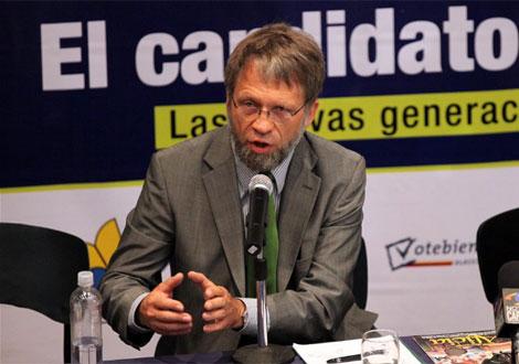 El candidato del Partido Verde Antanas Mockus. | Efe