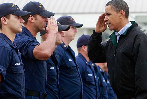 Obama saluda a los guardacostas en Luisiana. | Ap