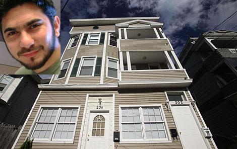 La casa del detenido en Connecticut. Arriba, Shahzad en una imagen de archivo. | AP/Reuters