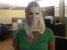 Una persona con la 'Gringa Mask'.