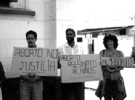 Oscar Elías Biscet en una protesta contra el aborto.