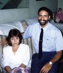 Oscar Elías Biscet con su esposa.