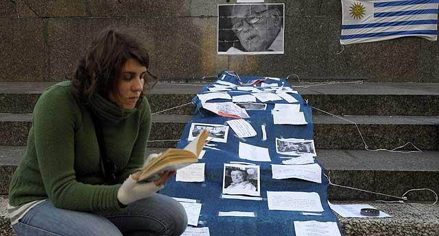 Homenaje en la plaza Independencia de Montevideo. | Ap