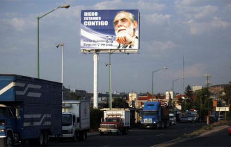 Uno de los carteles de apoyo instalados en Querétaro. | Ap