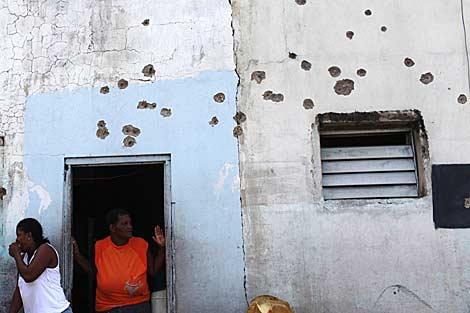 Viviendas de Tivoli Gardens, en Kingston, con marcas de disparos en sus paredes.   Ap
