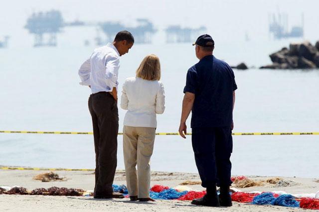 Obama visita por segunda vez Luisiana para supervisar los trabajos para tapar el derrame. | Efe