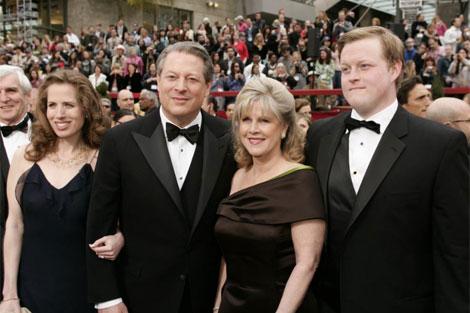 Al Gore y su mujer, Tipper, junto a dos de sus hijos en la 79 edición de los Oscar.   Afp