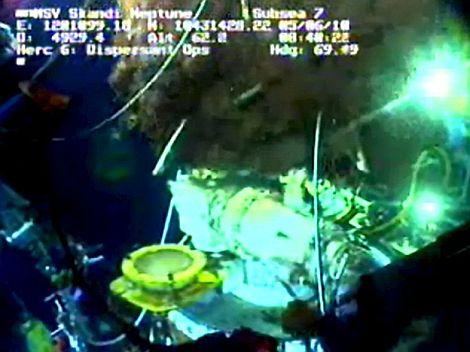 Imagen de un vídeo que muestra el escape de crudo.  Efe