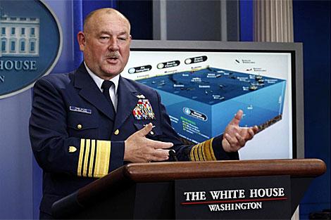 El almirante del Servicio de Guardacostas Thad Allen en la Casa Blanca.   Reuters