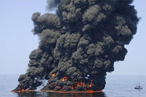 Incendio controlado de petróleo en el Golfo de México. | Reuters