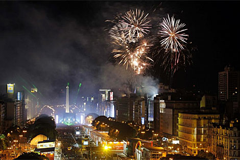 Fuegos artificiales el pasado 25 de mayo, en la celebración del Bicentenario.   Efe