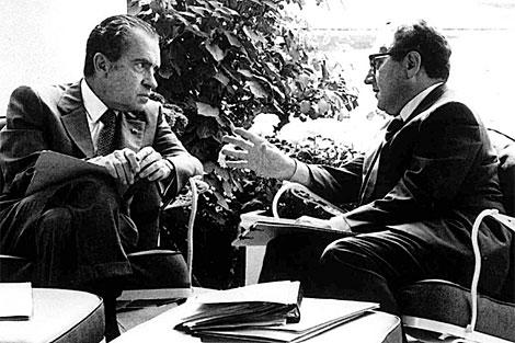 Nixon (izq.) con Kissinger, en la Casa Blanca.   Archivo