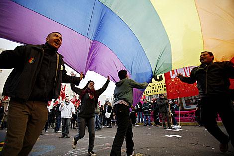 Manifestantes a favor del matrimonio homosexual en Argentina. | Efe
