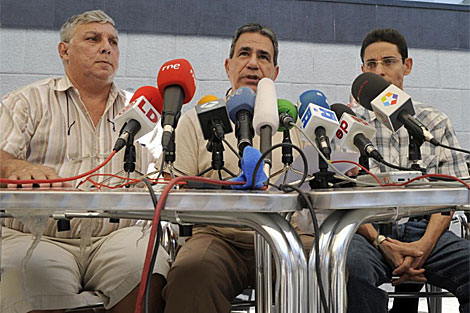 De izquierda a derecha, Ricardo Gonzalez, Julio Cesar Galvez y Normando Hernandez.   AFP