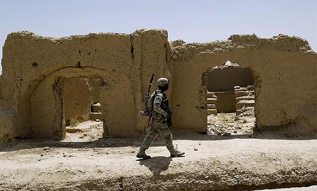 Un soldado estadounidense patrulla en las cercanías de Kandahar. | Afp