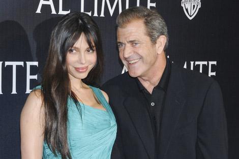 Mel Gibson y Oskana Grigorieva. | Foto: Gtres