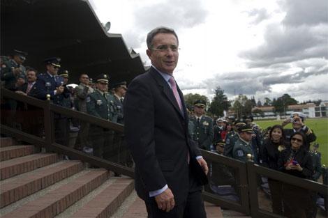 Álvaro Uribe en una ceremonia de las Fuerzas Armadas de Colombia. | AFP