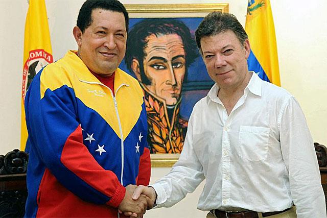 Chávez y Santos al inicio de la reunión en Santa Marta donde reanudaron relaciones. | AFP