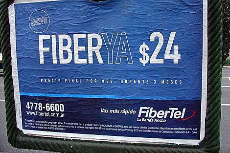 Un cartel publicitario de Fibertel en Buenos Aires. | reflexpoint.com.ar