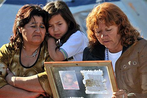 Familiares de los mineros atrapados. | AFP