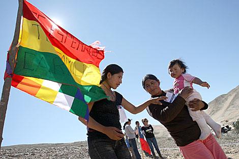 Familiares del minero boliviano, Carlos Mamani. | AFP