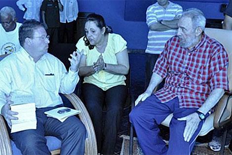 Castro con el periodista estadounidense Jeffrey Goldberg. | Efe