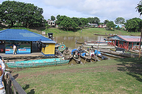 Un muelle en la parte colombiana del río Amazonas. | Gobierno de Amazonas