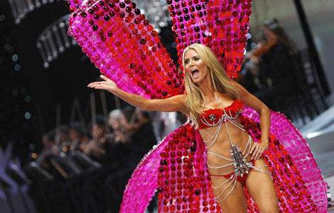Heidi Klum en un desfile de Victoria's Secret.